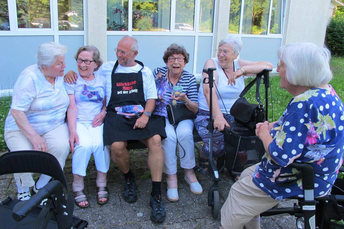 Geselligkeit Tagesfreizeit für Ältere